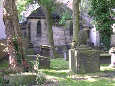 Grabsteine auf dem Gartenfriedhof