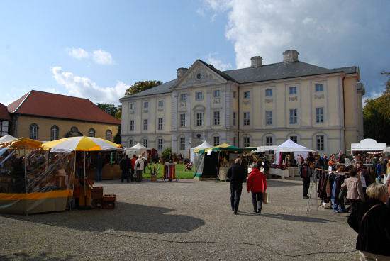 Marktstände im Innenhof