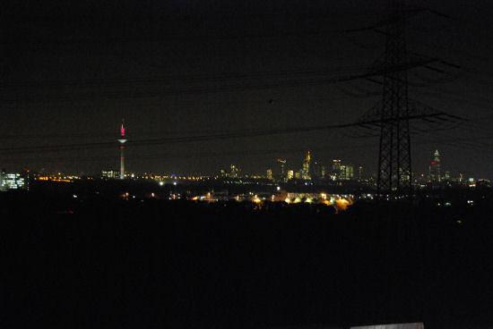Blick auf Frankfurt am Abend