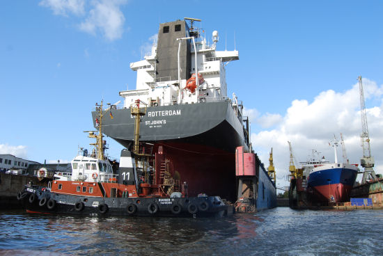 Trockendocks mit großen Schiffen
