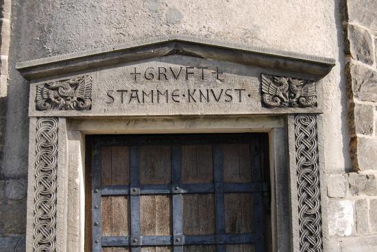 Detailaufnahme der Tür zur Gruft