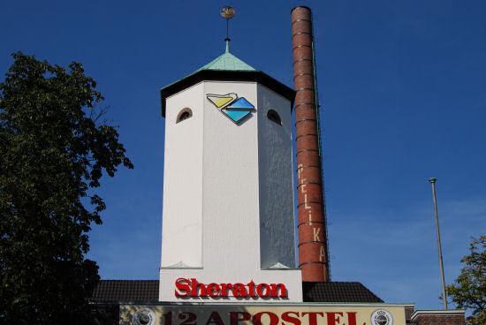 Turm und Schornstein auf dem Pelikan-Gelände